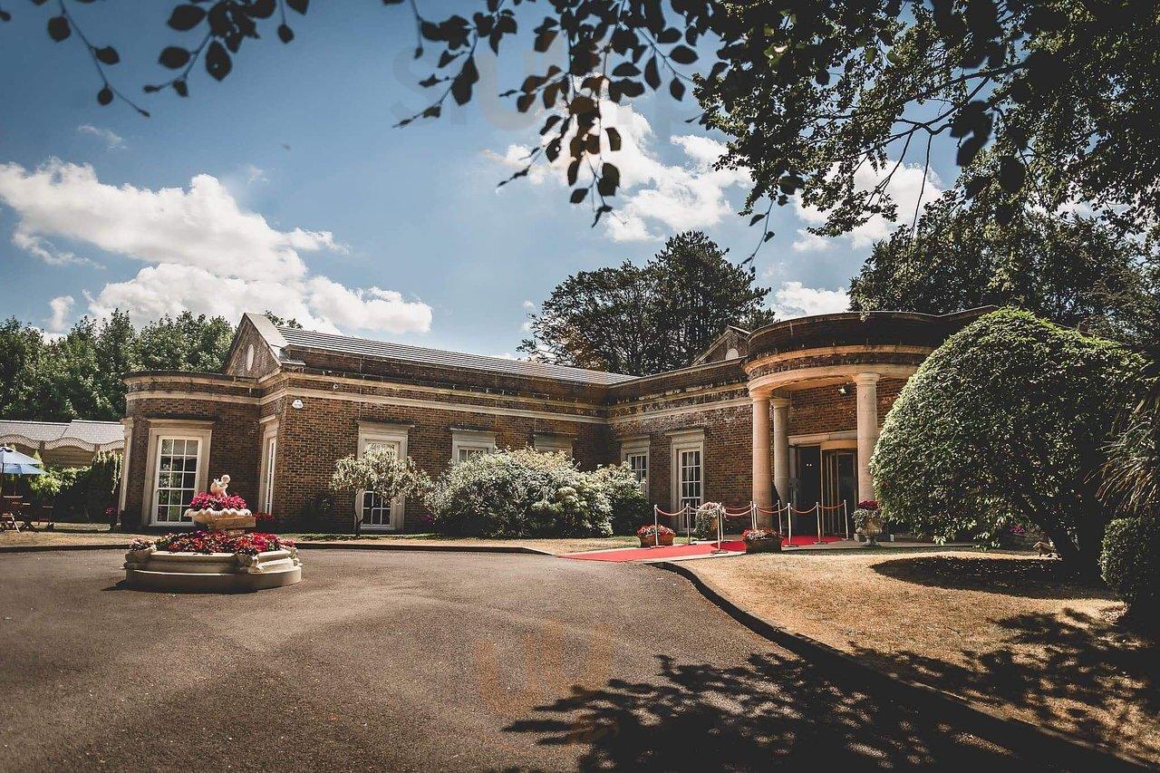 De Courceys Manor, Cardiff