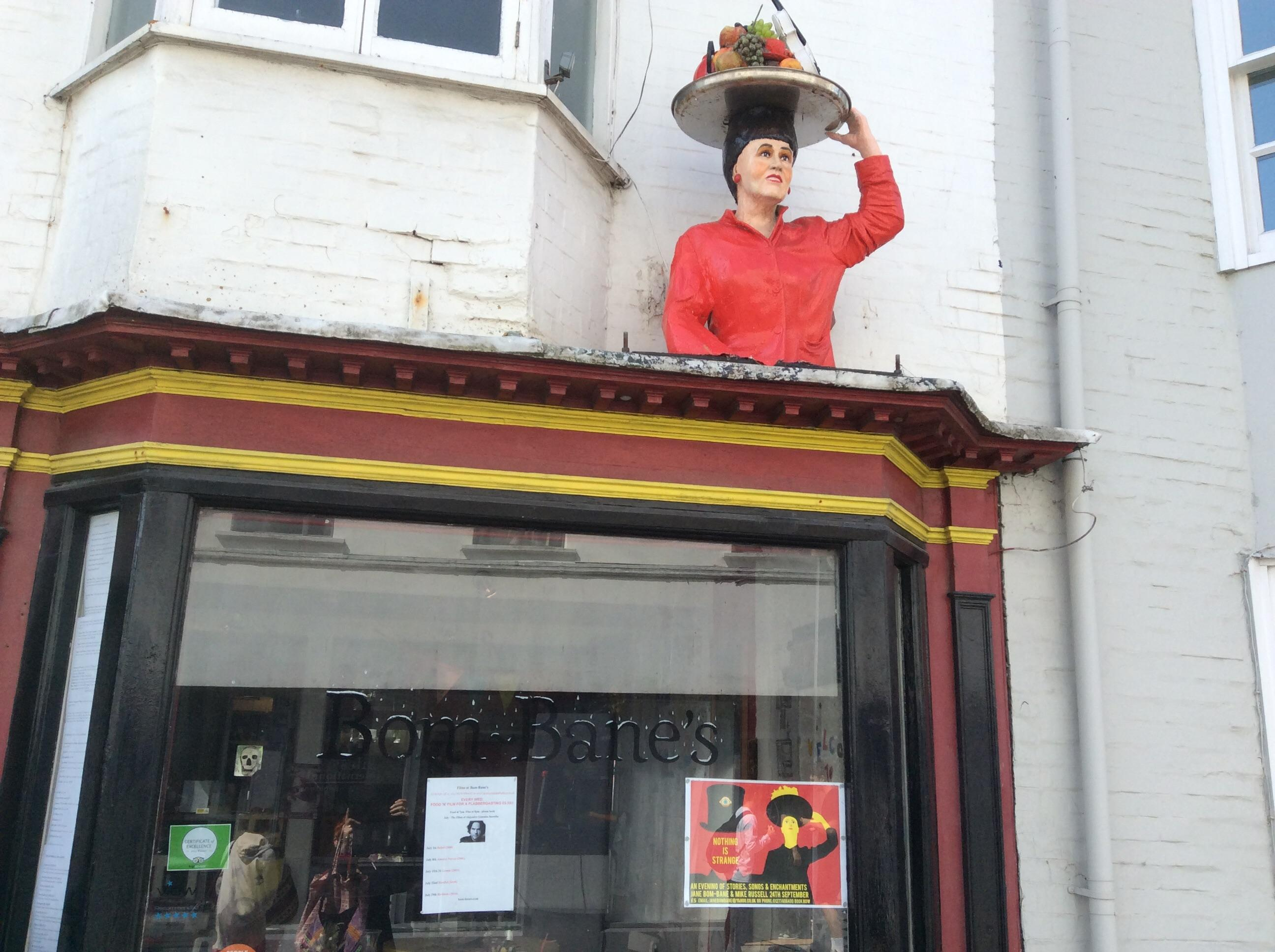 Bom-bane's, Brighton